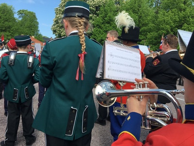 2018 korpsforalle marsjerer17 mai bakfra foto Unni Faerovik