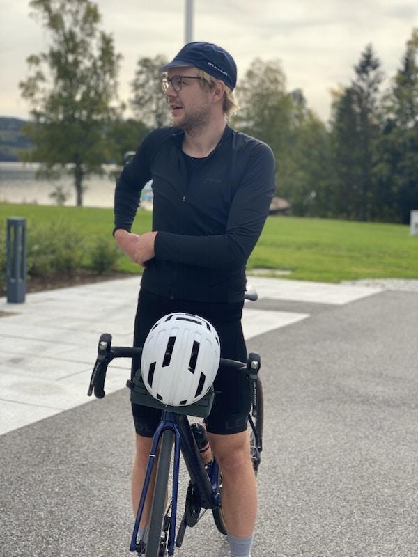 Torkjell Hovland sykler