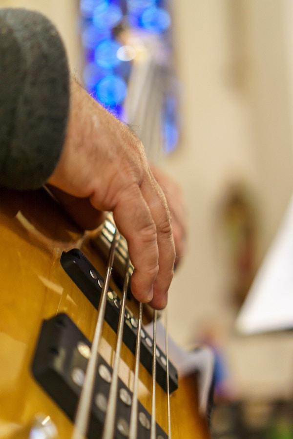 Bass mannshånd
