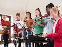 Barn med instrumenter